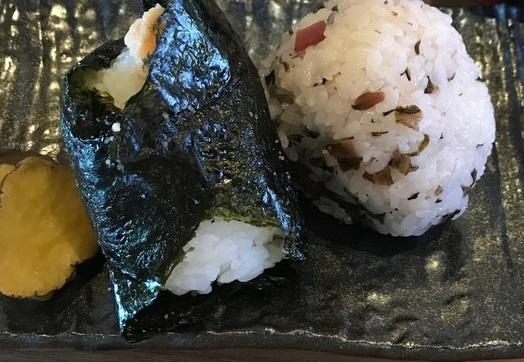 阪神岩屋駅の駅前のおにぎり屋さん!大きなおにぎりは2個で1合