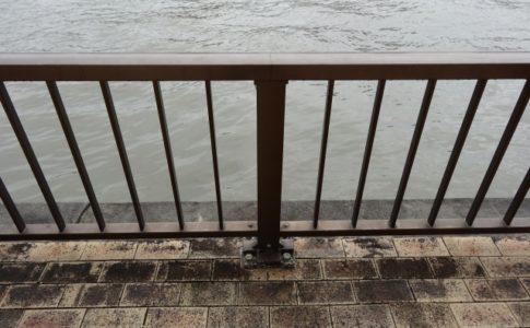 神戸市教育委員会係長が警察官に声をかけられて芦屋大橋から飛び込み自殺