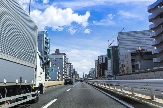 『時間短縮のために首都高速を走る』